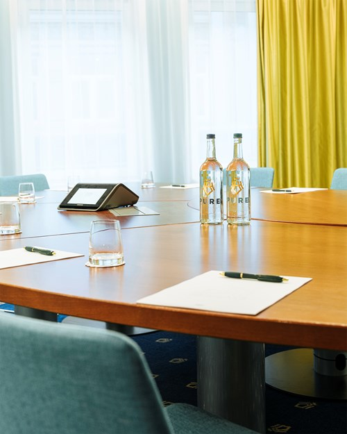 Meeting room for 10 persons