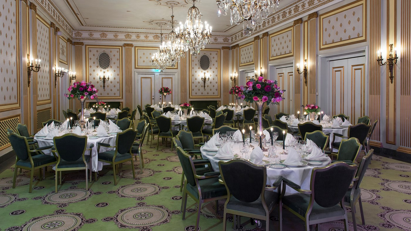 Classical furnishings in Lille festsal,decorated round tables  and fresh pink roses